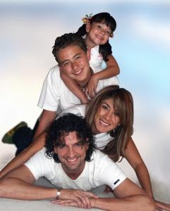happy-family-1316701-639x797